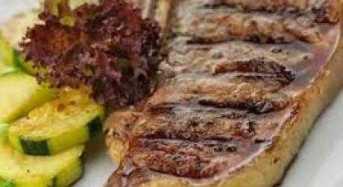 Μοσχαρίσιες μπριζόλες με λαχανικά στο φούρνο