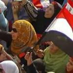 130705141322_protestas_egipto_mujeres_circulo_304x171_ap