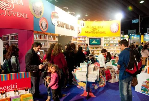 1- Del lunes 14 de julio hasta el 3 de Agosto se llevará adelante la ya tradicional Feria del Libro Infantil y Juvenil. Con centenares de actividades y miles de asistentes como todos los años, la Feria trae como novedad este año que se llevará a cabo en dos sedes en paralelo, con entrada gratuita: Tecnópolis (todos los días de 12 a 20) y El Dorrego (lunes a viernes de 11 a 20 y fines de semana de 14 a 20). Ms info:http://www.el-libro.org.ar/