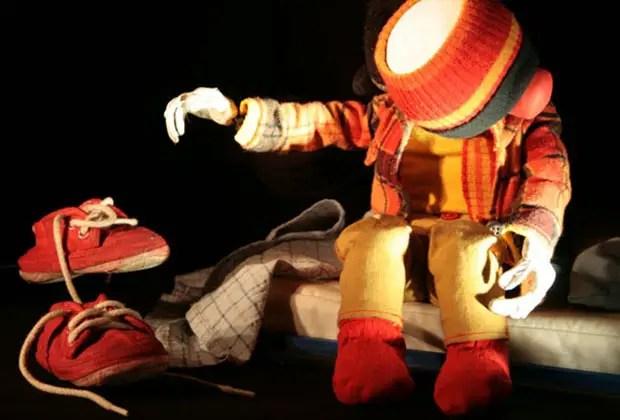 """23- """"Soy Solito"""", la multipremiada obra de Todo encaja Producciones, aborda, a través del títere de mesa y en tono de comedia, las desventuras de un tierno personaje abatido por el desamor y la soledad. Los sábados a las 20 hs en La Carpintería (Jean Jaures 858). Entradas 100 pesos."""