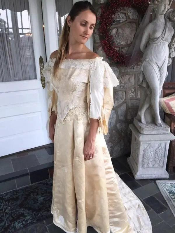 600x800xheirloom-wedding-dress-600x800.jpg.pagespeed.ic.mv0hAipGT2