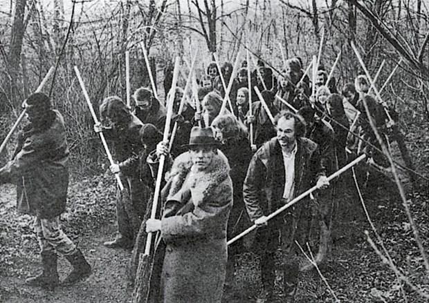 Save the Woods, 1972(Salven los bosques). Impresión Offset color; 49 x 50 cm © VG Bild-Kunst, Bonn - SAVA, Buenos Aires, 2014 Cortesía: Galerie Thomas Modern/Instituto Plano Cultural