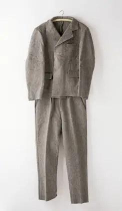Felt Suit, 1970 (Traje de fieltro) Traje de fieltro de dos piezas; 170 x 100 cm.  © VG Bild-Kunst, Bonn - SAVA, Buenos Aires, 2014 Cortesía: Galerie Thomas Modern/Instituto Plano Cultural