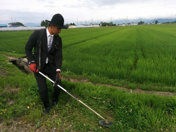 kiyoto-saito-suit-farmer3-600x450