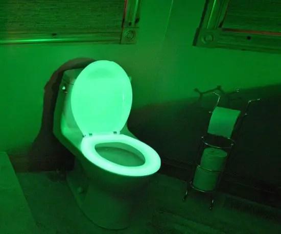 glow-in-the-dark-toilet-seat2-550x458
