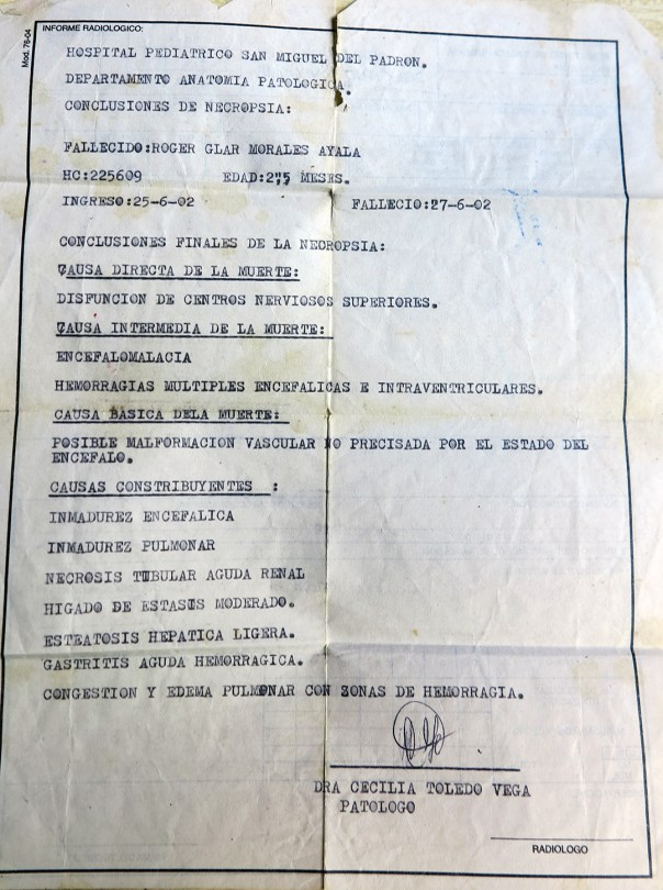 Certificado de la necropsia de Roger Morales (Foto: Mónica Baró)