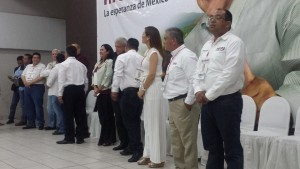 López Obrador en el edifico de la CANACO.