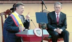 Ya, en el discurso de posesión, Juan Manuel Santos le enterraba el puñal a Álvaro Uribe Vélez