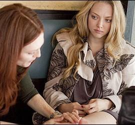 Amanda Seyfried y Julianne Moore en 'Chloe'.