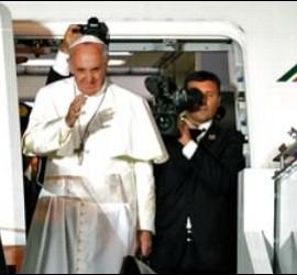 Francisco, en el avión de vuelta a Roma