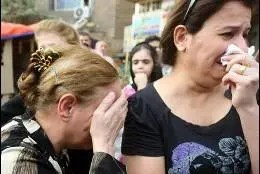 Cristianos iraquíes huyen de Mosul