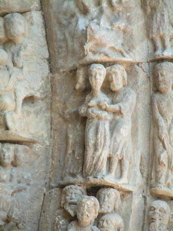 Aspectos de la portada de la iglesia de San Miguel, Estella, Navarra