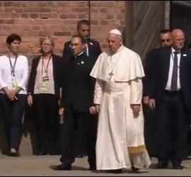 Francisco llega a Auschwitz