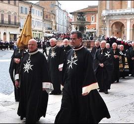 Procesión de miembros de la Orden de Malta