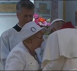 El Papa y la hermana de Jacques Hamel