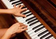 Piano Kesepian yang Merindukan Nada-Nadamu 1