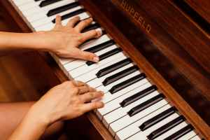 Piano Kesepian yang Merindukan Nada-Nadamu 3