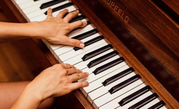 Piano Kesepian yang Merindukan Nada-Nadamu 6