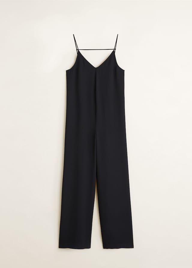 Mango 39,99€ - Mono  negro similar al rosa anterior de cuerpo ancho, pero el pantalón parece más receto