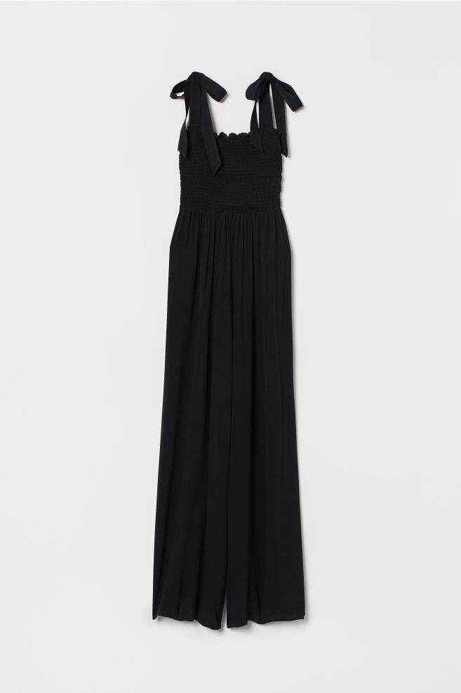 H&M 39,99€ - Mono negro con escote de gomillas y pantalón palazzo. Me encanta el detalle de los lazos en los hombros.