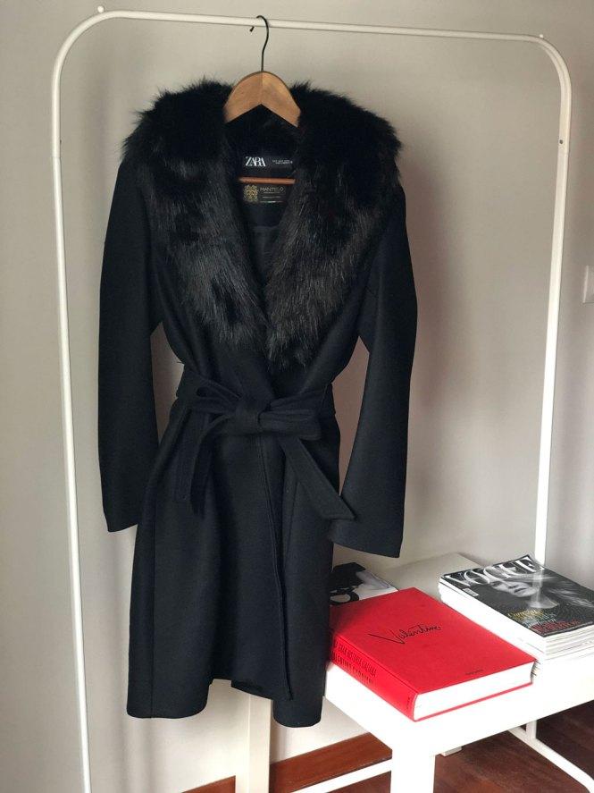 Abrigo cuello pelo de Zara