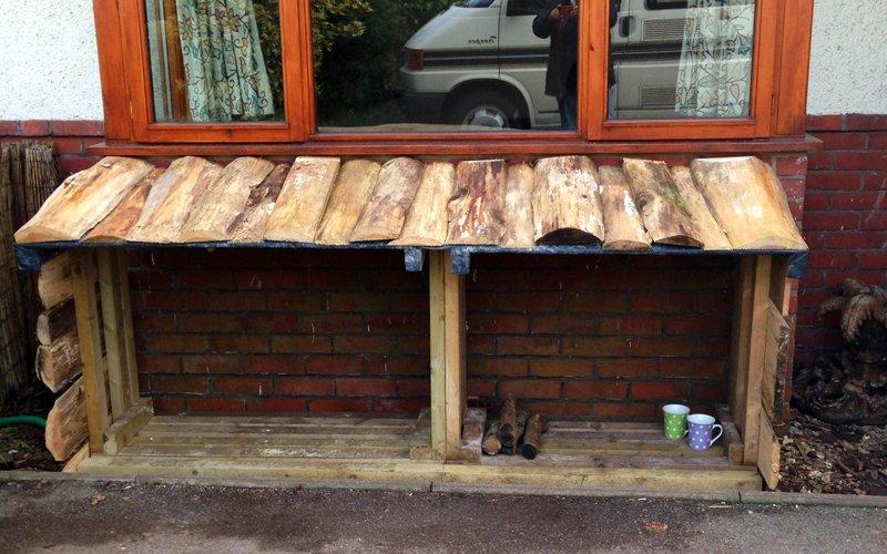 Come costruire una legnaia gratis con materiali di - Costruire casa in economia ...