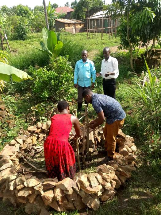 Creating a keyhole bed in Mbale as an example of a permaculture technique