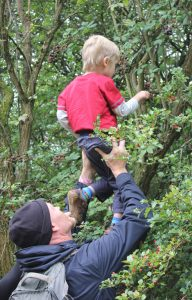 picking-blackberries-with-daddy Social Skills