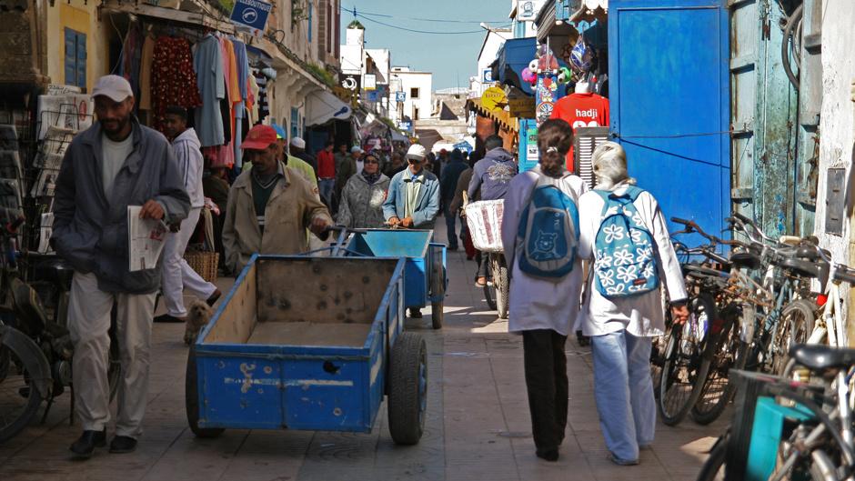 5. Maroko, As-Sawira. Kupując na gwarnej medinie trzeba się ostro targować. (Fot. Ewa Serwicka)