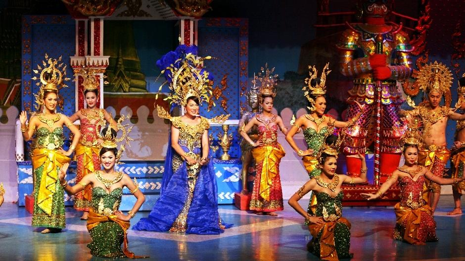 4. Tajlandia, Bangkok. W kabaretach występują też normalni mężczyźni.