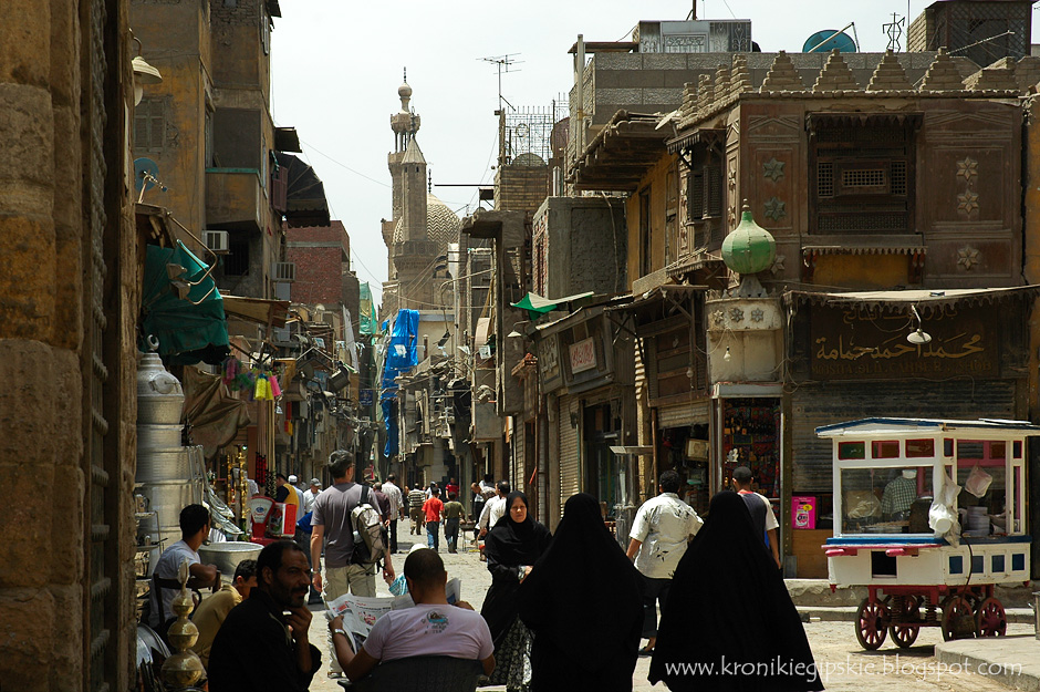 14. Kair, Egipt. Wąskie uliczki starego Kariu, wpisanego na listę Światowego Dziedzictwa Kulturalnego UNESCO, tętnią życiem, a turyści mieszają się z tradycyjnie ubranymi mieszkańcami. (Fot. Anna Krukowska)