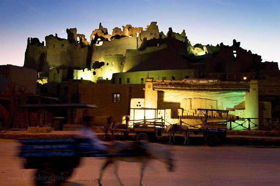11. EGIPT, Oaza Siwa. Leżąca najdalej na zachód, przy granicy libijskiej, to najbardziej malownicza z egipskich oaz. Mieszkańcy zachowali tutaj odrębny język i własną kulturę. Nad głównym placem górują ruiny miasta Szali wzniesionego z cegły mułowej około 1203 roku. (Fot. Anna Krukowska)