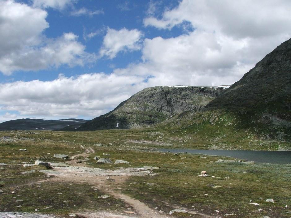 3. Droga na szczyt prowadzi bardzo łagodnie przez malowniczą tundrę. Na wycieczkę jednak trzeba zarezerwować cały dzień. Nam zajęła ona 14 godzin.