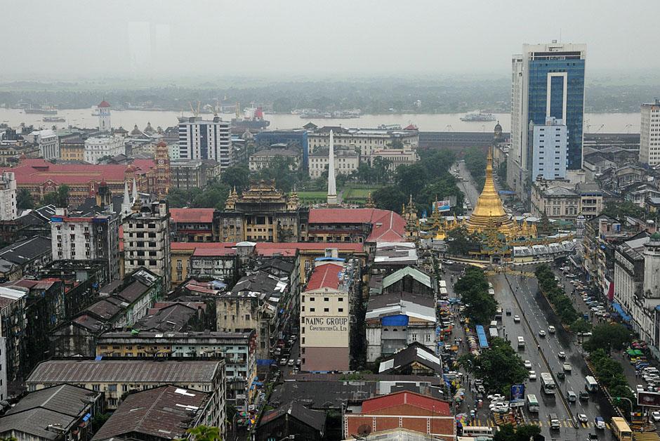 1. BIRMA, Rangun. Z 20 piętra Sakura Tower można obejrzeć panoramę całego miasta. (Fot. Joanna Mrówka)