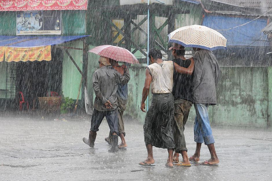 3. BIRMA, Rangun. Lipiec i sierpień to miesiące, w których padają obfite deszcze. (Fot. Joanna Mrówka)