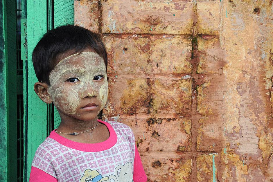 13. BIRMA, Rangun. Miejscowi pokrywają sobie twarze tanaką, która daje naturalną ochronę przed słońcem. (For. Joanna Mrówka)