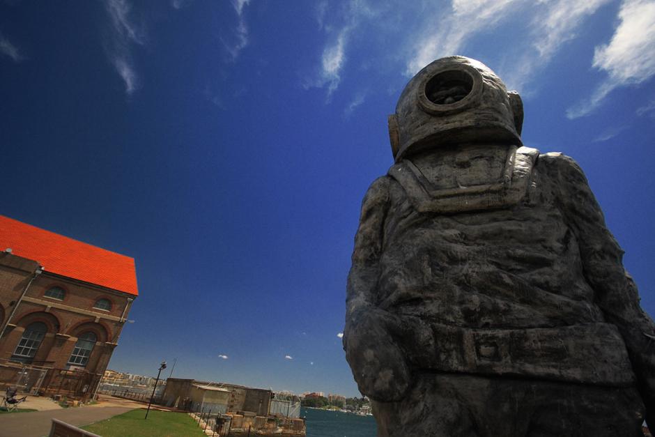 1. AUSTRALIA, Sydney. Pomnik nurka na wyspie Cockatoo. (Fot. Magda Biskup)