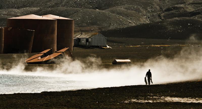 Termalna zadymka na Deception Island. (Fot. Kuba Fedorowicz)