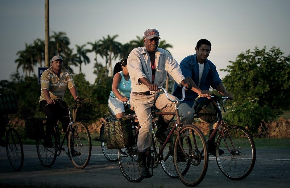 KUBA, Australia. Ci którzy nie posiadają samochody by się przemieszczać wykorzystują np. rowery. (Fot. Agnieszka i Mateusz Waligóra)