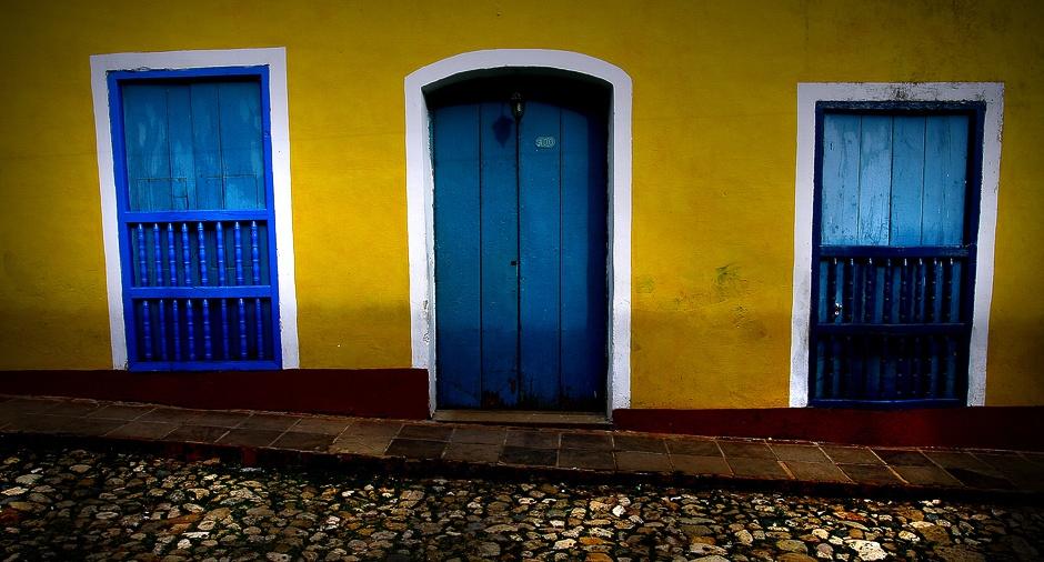 KUBA, Trynidad. Trynidad jest bardzo popularnym wśród turystów miasteczkiem na Kubie. Miejsce w całości wpisane na listę światowego dziedzictwa UNESCO słynie miedzy innymi z kolorowych fasad domów. (Fot. Agnieszka i Mateusz Waligóra)