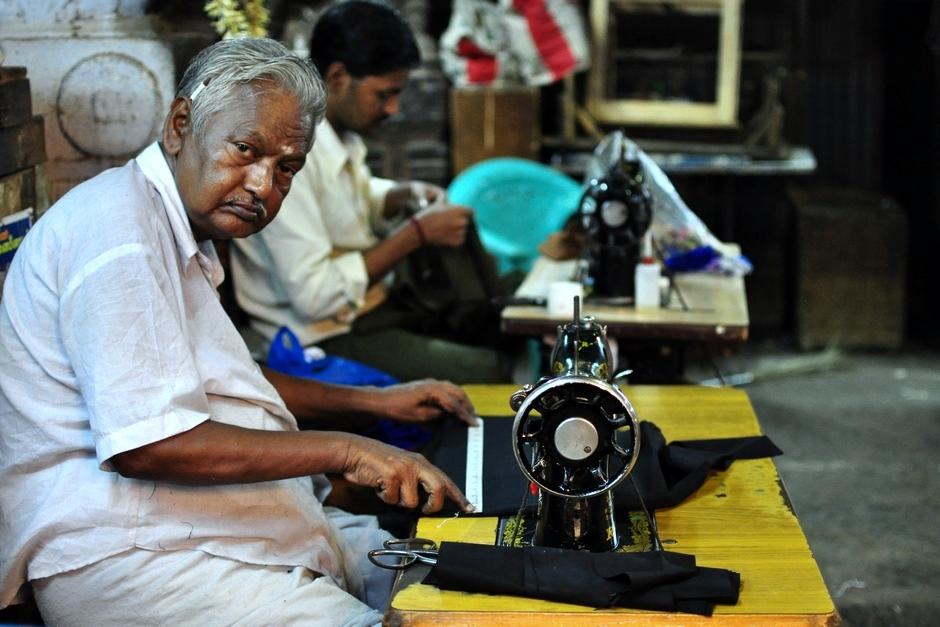 10. INDIE, Madurai. Mister, I'll make a copy. How many copies do you want? - krawcy w Madurai zrobią kopię każdej części garderoby. (Fot. Paweł Manczyk)