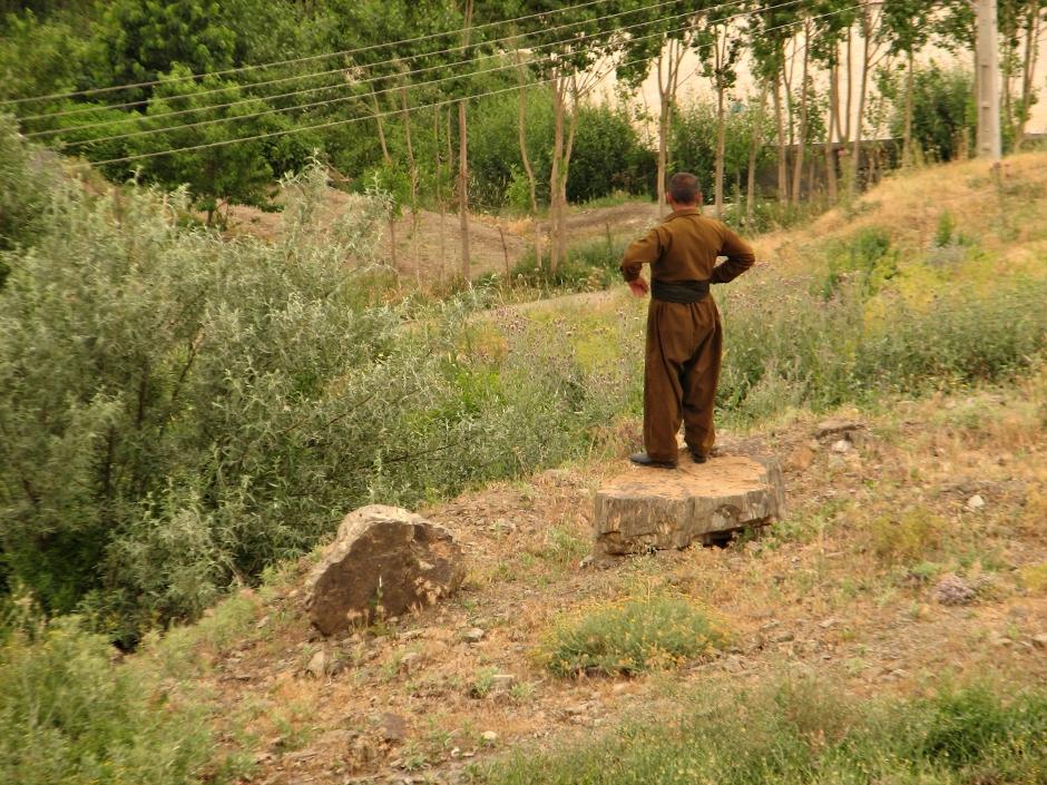 20. IRACKI KURDYSTAN, Haji Omaran. Kurdyjscy mężczyźni wyróżniają sie charakterystycznym strojem: szerokie spodnie, marynarka i pas. (Fot. Katarzyna Komorek)