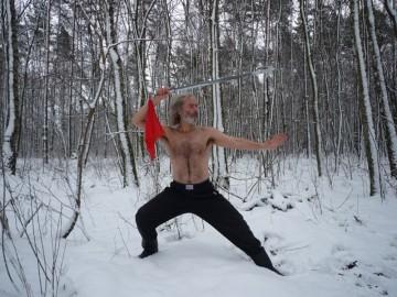 Elementem przygotowań do wyprawy było ćwiczenie sztuk walki, które nie tylko wzmacniają ciało, ale i hartują ducha. (www.vikingbuczynski.info)