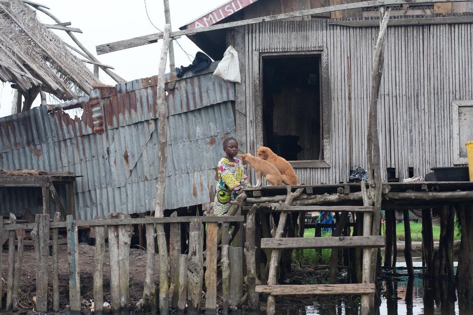 2. BENIN, Ganvié. W jednym z najtragiczniejszych okresów kolonializmu, ponad 12 milionów ludzi zostało złapanych dla władców Dahomey (obecny Benin) i sprzedanych głównie holenderskim, ale też brytyjskim i francuskim, handlarzom niewolników. Tylko połowa schwytanych dotarła żywa do Nowego Świata. (Fot. Vicente Palacios)