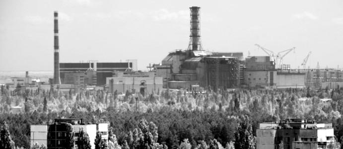 Kontur bloku czwartego elektrowni na horyzoncie. (Fot. Wiktor Rozmus)