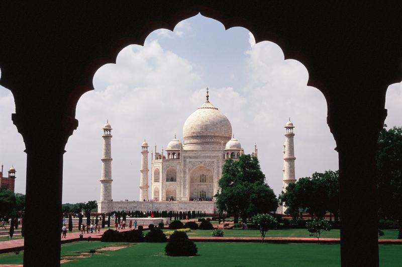 Taj Mahal - tak piękny, że jego widok zapiera dech w piersiach. (Fot. Marcin Kruczyk)