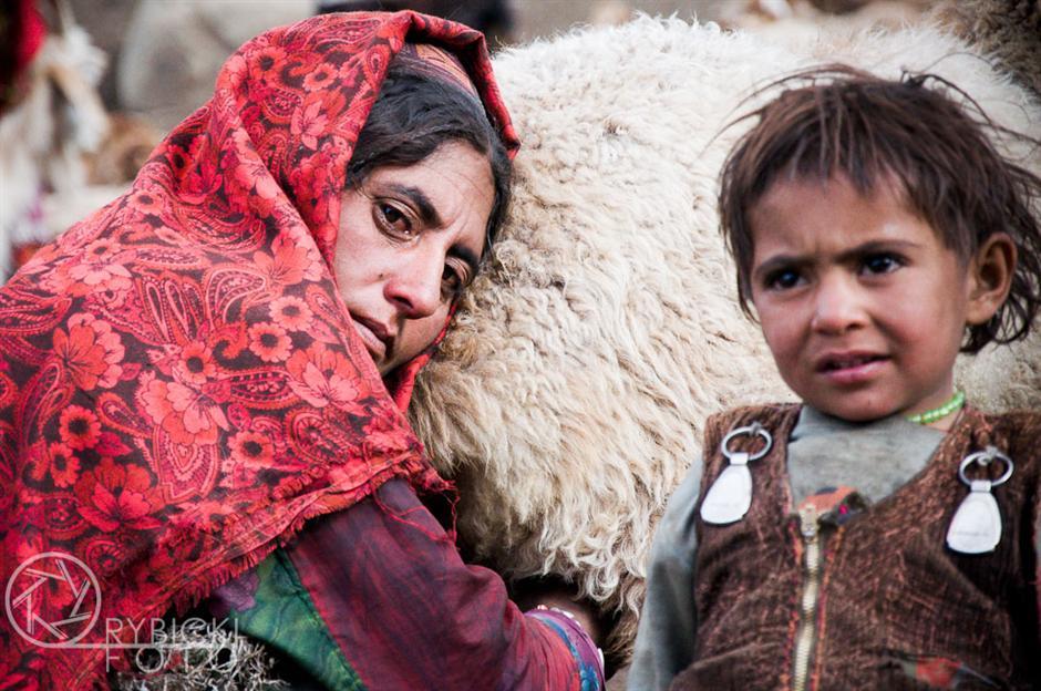 5. AFGANISTAN, prowincja Badachsztan. Owcze mleko to podstawa wyżywienia w górach. (Fot. Jakub Rybicki)