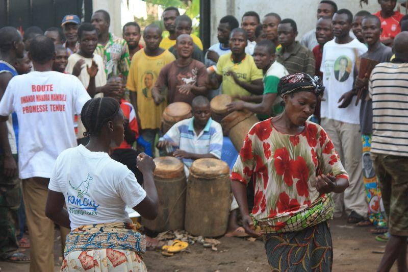 Festyn na równiku. (Fot. www.afrykanowaka.pl)