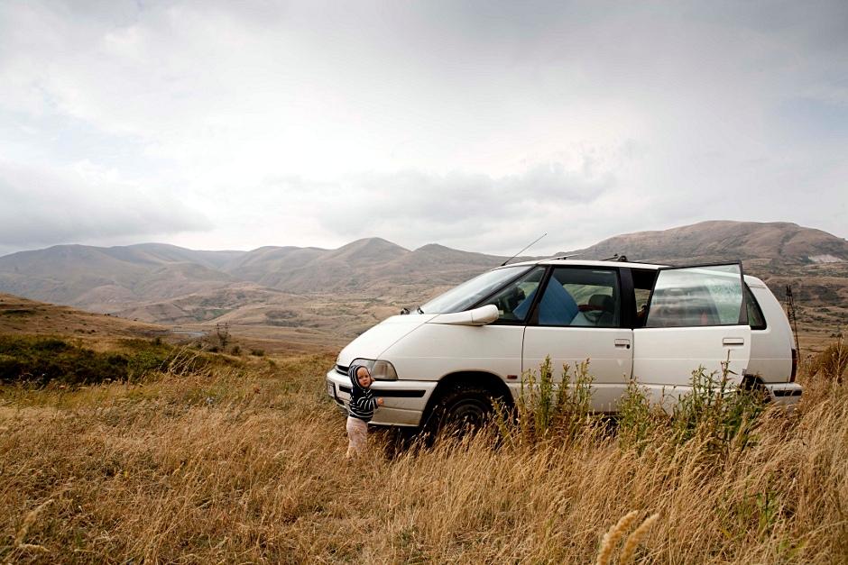 3. ARMENIA. Setki kilometrów opustoszałych gór, w których zimą jest za zimno, a latem za gorąco, żeby żyć. (Fot. Thomas Alboth)