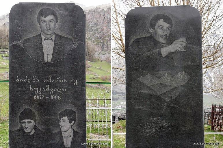 Gruziński nagrobek. Z lewej wersja oficjalna, z prawej, ta druga, nieco więcej mówiąca o denacie... (www.klapkikubota.com)